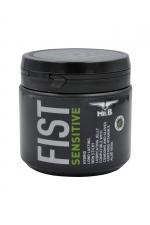 Lubrifiant Mister B FIST Sensitive 500 ml : Les qualités ultra glissantes du Mister B Fist Classique, avec en plus de l'Aloe Vera et de la vitamine E pour hydrater et apaiser les zones sensibles.