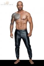 Treggings wetlook H063 : Un pantalon en wetlook moulant, serré aux chevilles, le sexy sportswear pour homme.